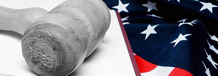 Foto: Amerikansk flag og hammer